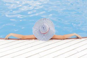 Pool-Zubehör Frau in Pool